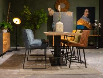bartafel met stoelen