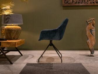 Blauwe stoel met leuning