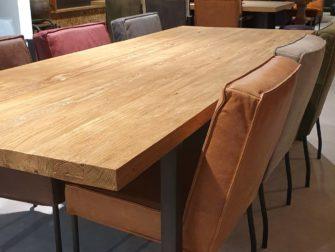 Tafel met hout en staal