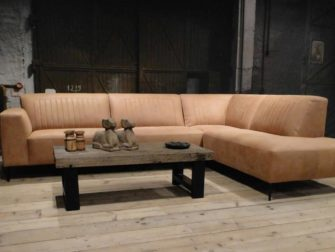 Grote bank met chaise longue