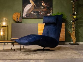blauwe velvet fauteuil