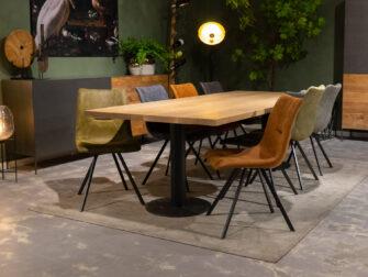 Grote tafel met 8 stoelen