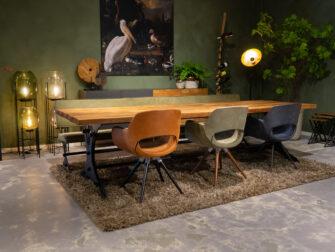 Stoere tafel met teak blad
