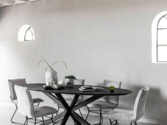 ovalen tafel zwart