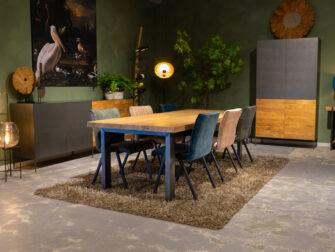 Tafel met 6 stoelen