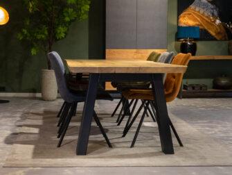 boomstamtafels met stoelen