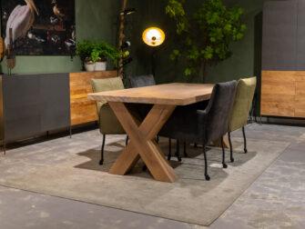 Tafel met houten onderstel