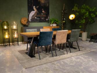 eettafels met stoelen