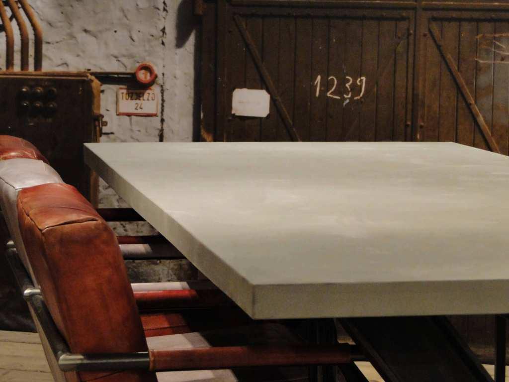 industriële betontafel prato