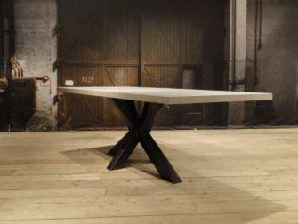robuuste betontafel