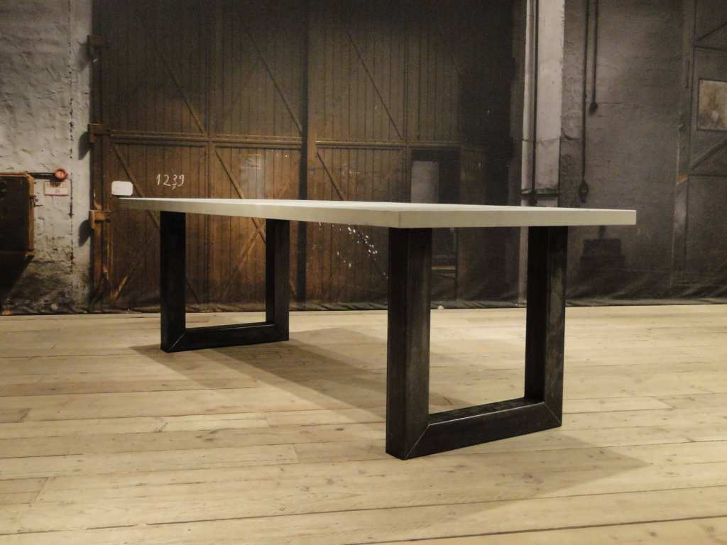 industriële betontafel palau